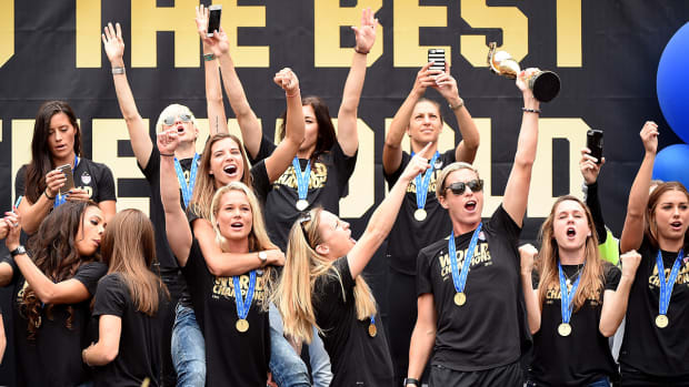President Obama congratulates USWNT on World Cup victory IMAGE