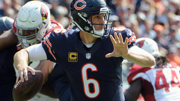 chicago-bears-jay-cutler-practice-limited.jpg