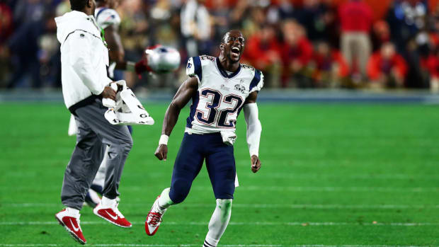 devin mccourty re signs new england patriots