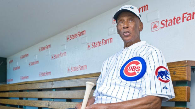 Cubs honor Ernie Banks with quote on lineup cards