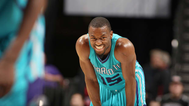 Report: Kemba Walker considering knee surgery, could miss six weeks IMAGE