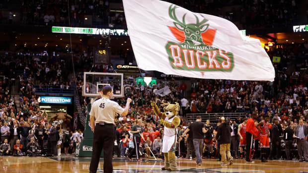 milwaukee-bucks-playoff-tickets-bulls-shirt-exchange.jpg