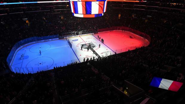 Los-Angeles-Kings-Edmonton-Oilers-honor-Paris-victims.jpg