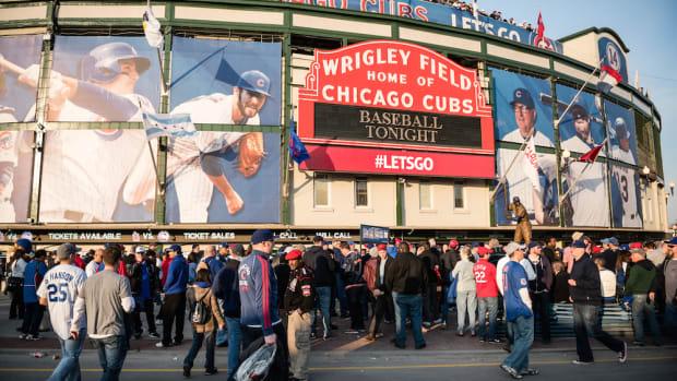 wrigley_field_chicago_cubs_opening_night_2015.jpg