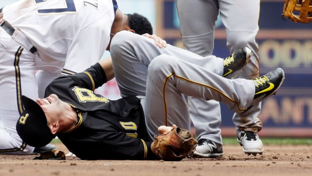 Pirates' Jordy Mercer injured on hard slide by Brewers' Carlos Gomez--IMAGE