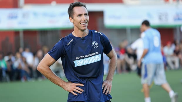 Steve Nash trains with the New York Cosmos--IMAGE