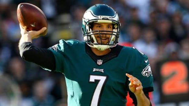 Eagles QB Sam Bradford expects to play Sunday against Patriots--IMAGE