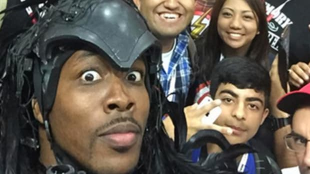 Dwight Howard went to Comic-Con dressed as Predator--IMAGE