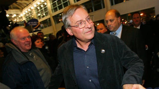 Buffalo Sabres owner Terry Pegula buys Bills