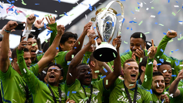 Sounders-MLS-Cup-Trophy-Lift