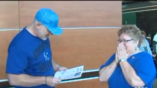 Kansas City fan surprised with free World Series Tickets