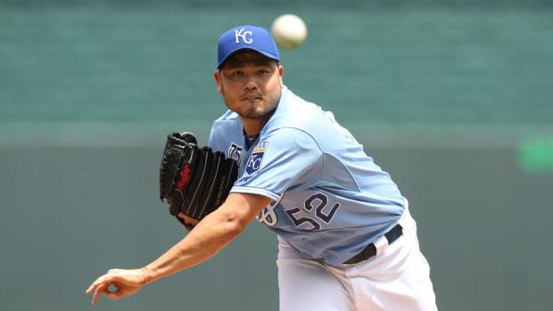 Royals release veteran pitcher Bruce Chen