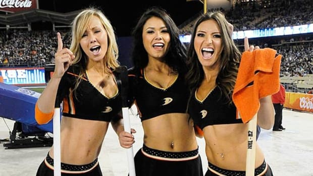 140304161614-anaheim-ducks-power-players-ice-girls-5061412195239-ducks-kings-stadium-seri-single-image-cut.jpg