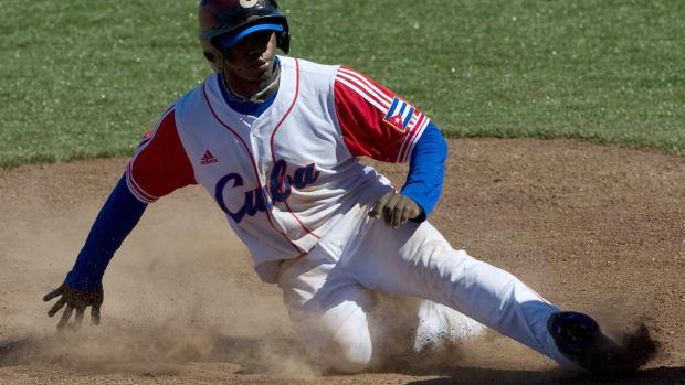 Rusney Castillo Boston Red Sox sign deal