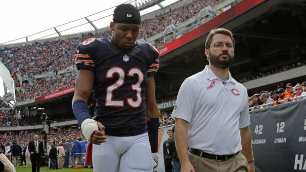 Bears' Kyle Fuller has broken hand, hip pointer IMAGE