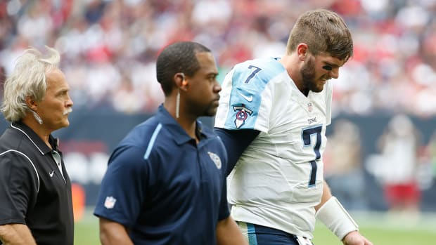 Zach Mettenberger leaves game early with shoulder injury