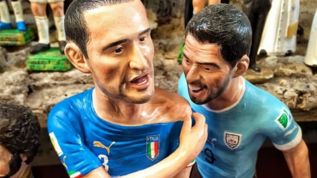 Luis Suarez bite statue for sale in Italy