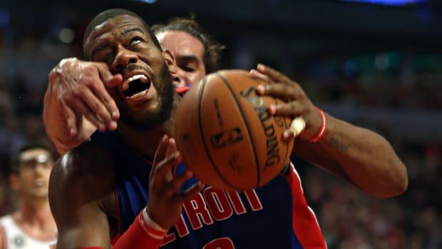 Detroit Pistons Greg Monroe signs qualifying offer