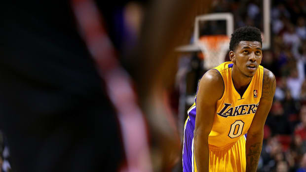 nick young re-sign los angeles lakers