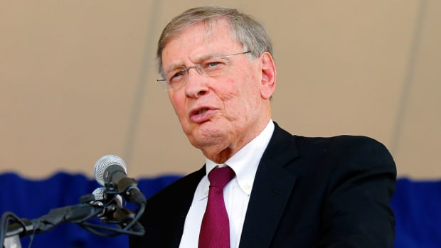 brewers honor bud selig retire no 1