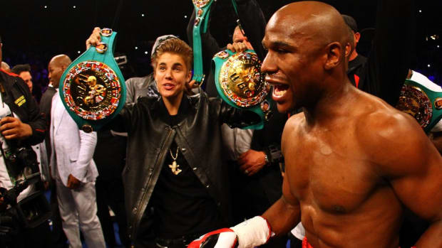 Justin Bieber is training with Floyd Mayweather