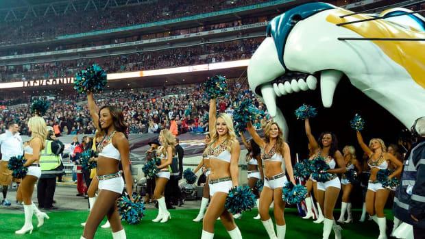 Jacksonville-Jaguars-The-Roar-cheerleaders-X158917_TK1_100.jpg