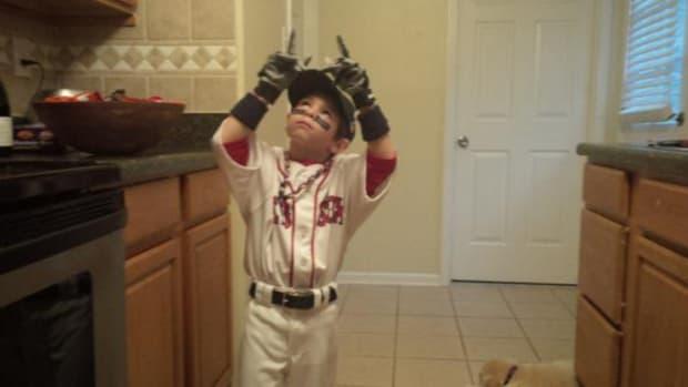 Boston-Red-Sox-big-papi-costume.jpg