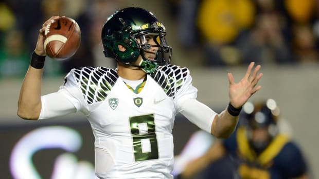 University of Oregon is selling 25 version of Marcus Mariota's No. 8 jersey