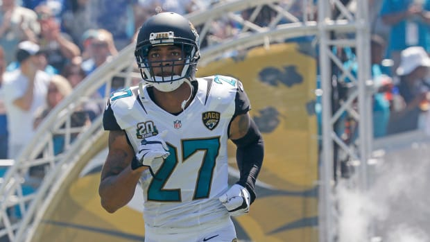 Jaguars DB arrested after trying to use gum as money IMAGE
