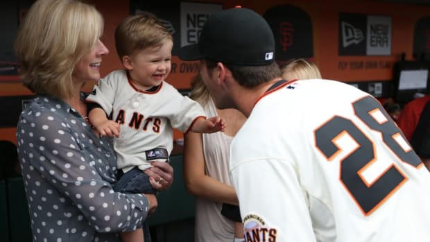 San Francisco giants Buster posey's son grabbed the mic