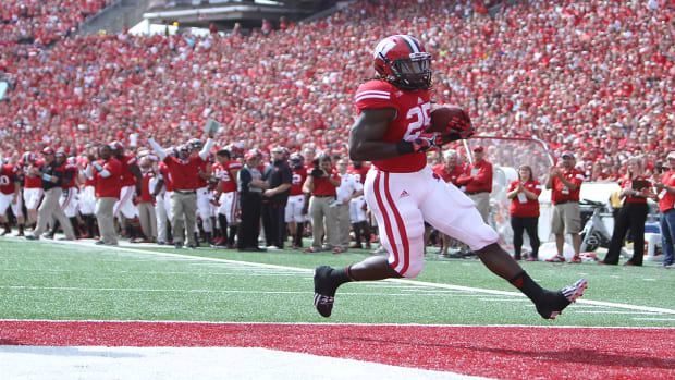 Wisconsin's Melvin Gordon on pace for FBS single-season rushing record  - image
