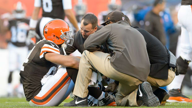 Browns TE Jordan Cameron leaves game with concussion IMAGE