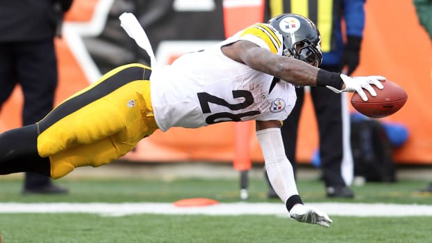 Le'Veon Bell joins Walter Payton as only players to top 200 yards in three straight games IMAGE