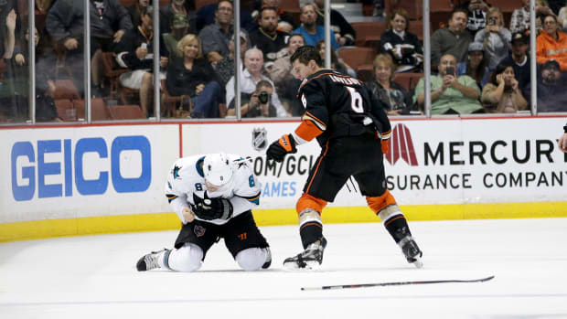 Ducks' Ben Lovejoy expected to miss 6-8 weeks after breaking finger during fight