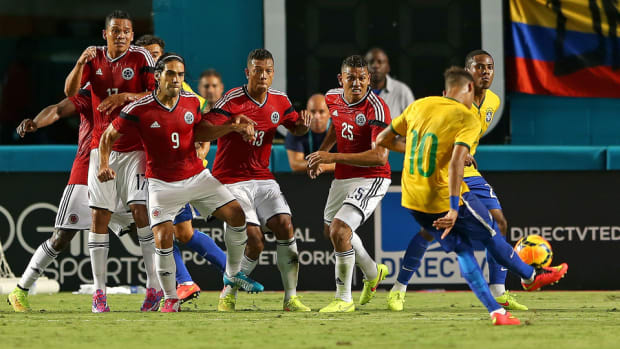 neymar-colombia-friendly-kick