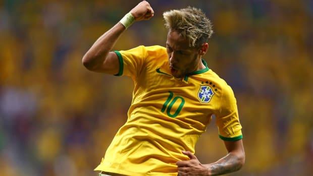 Neymar-jumps-celebration