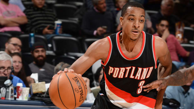 Trail Blazers' C.J. McCollum out at least four weeks with broken finger IMAGE
