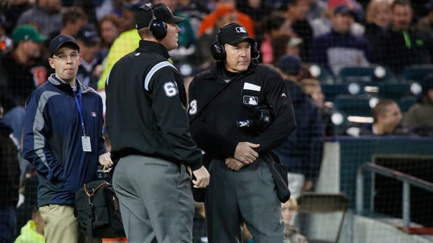 Report: Seventh umpire added to championship rotation
