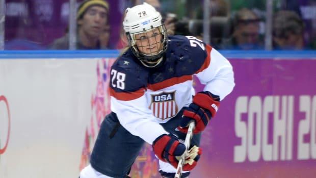 amanda kessel minnesota womens hockey concussions