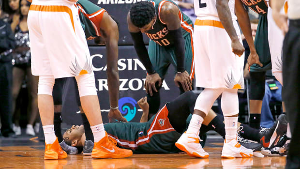 Report: Jabari Parker out for season with torn ACL IMAGE