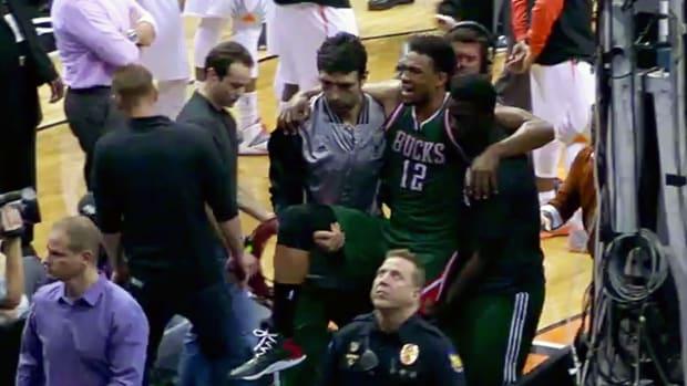 Bucks rookie Jabari Parker leaves game with sprained knee IMAGE