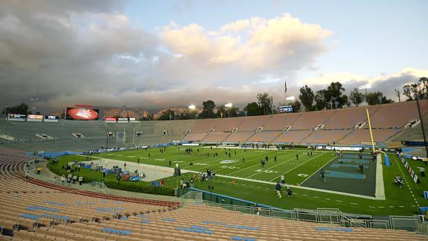 rose-bowl-college-football-playoff-stadium-spotlight.jpg