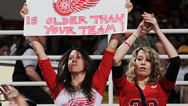 red-wings-fans.jpg