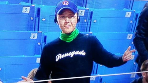Blue Jays fan trolls Cubs fans by dressing as Bartman
