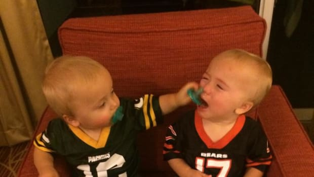 Green Bay Packers Chicago Bears crying twin babies