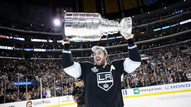 la kings raise stanley cup banner