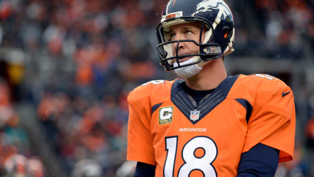 Peyton Manning Boos Denver Broncos Fans Miami Dolphins