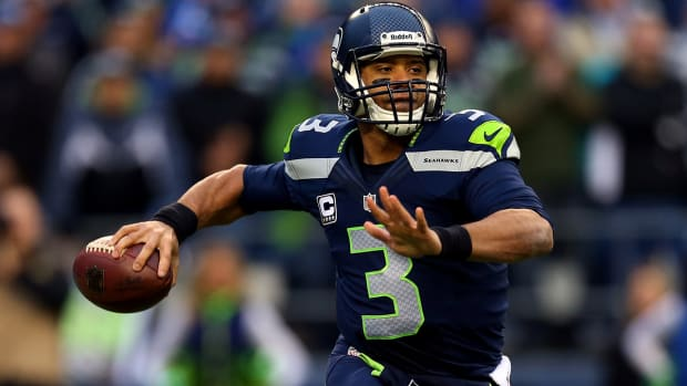 Report: Seahawks could wait on signing Russell Wilson to a new contract IMAGE