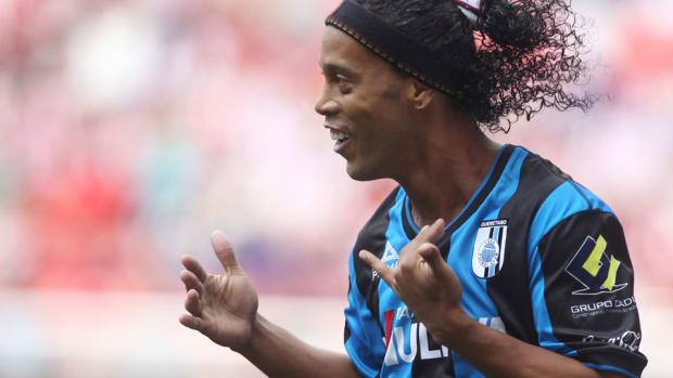 Ronaldinho queretaro chivas