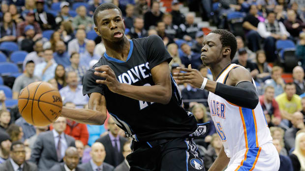 Andrew Wiggins one-handed pass